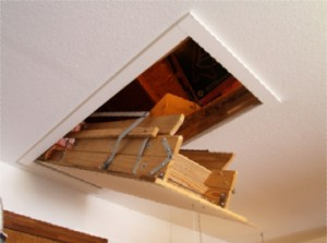 Висувні сходи на другий поверх або горище, як зробити самому своїми руками. Драбина висувна з дерева.