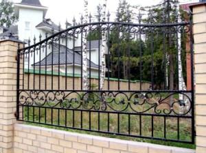 Кованный забор для дачи