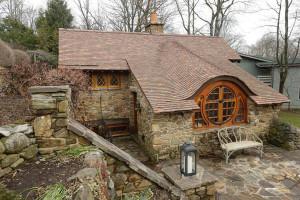 Как построить летний домик в саду, фото.